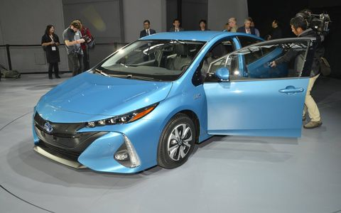2017 Toyota Prius Prime debuts at the New York auto show