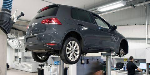 Tire, Motor vehicle, Wheel, Automotive design, Automotive tire, Vehicle, Automotive wheel system, Automotive exterior, Alloy wheel, Automotive lighting,