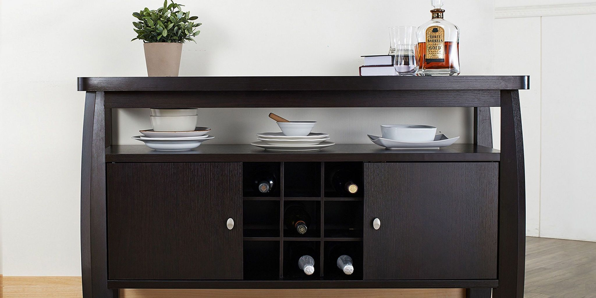 Merveilleux Dark Wood Buffet Table