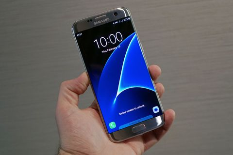 Samsung Galaxy S7 edge hand