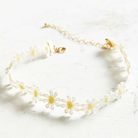 urban outfitters daisy choker necklace