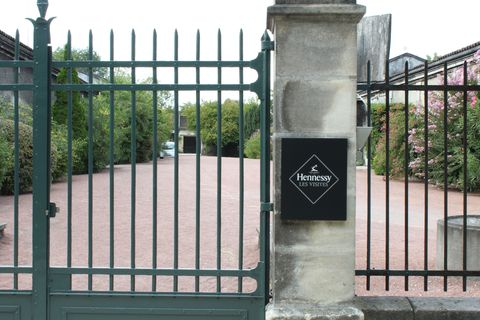 Iron, Property, Gate, Metal, Composite material, Fence, Building material, Symmetry, Nonbuilding structure, Steel,