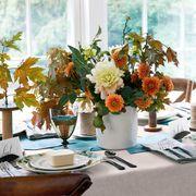 Serveware, Dishware, Bouquet, Tablecloth, Flower, Room, Centrepiece, Table, Interior design, Petal,