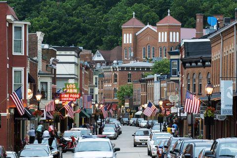Town, Neighbourhood, Mixed-use, City, Urban area, Downtown, Human settlement, Building, Street, Traffic,
