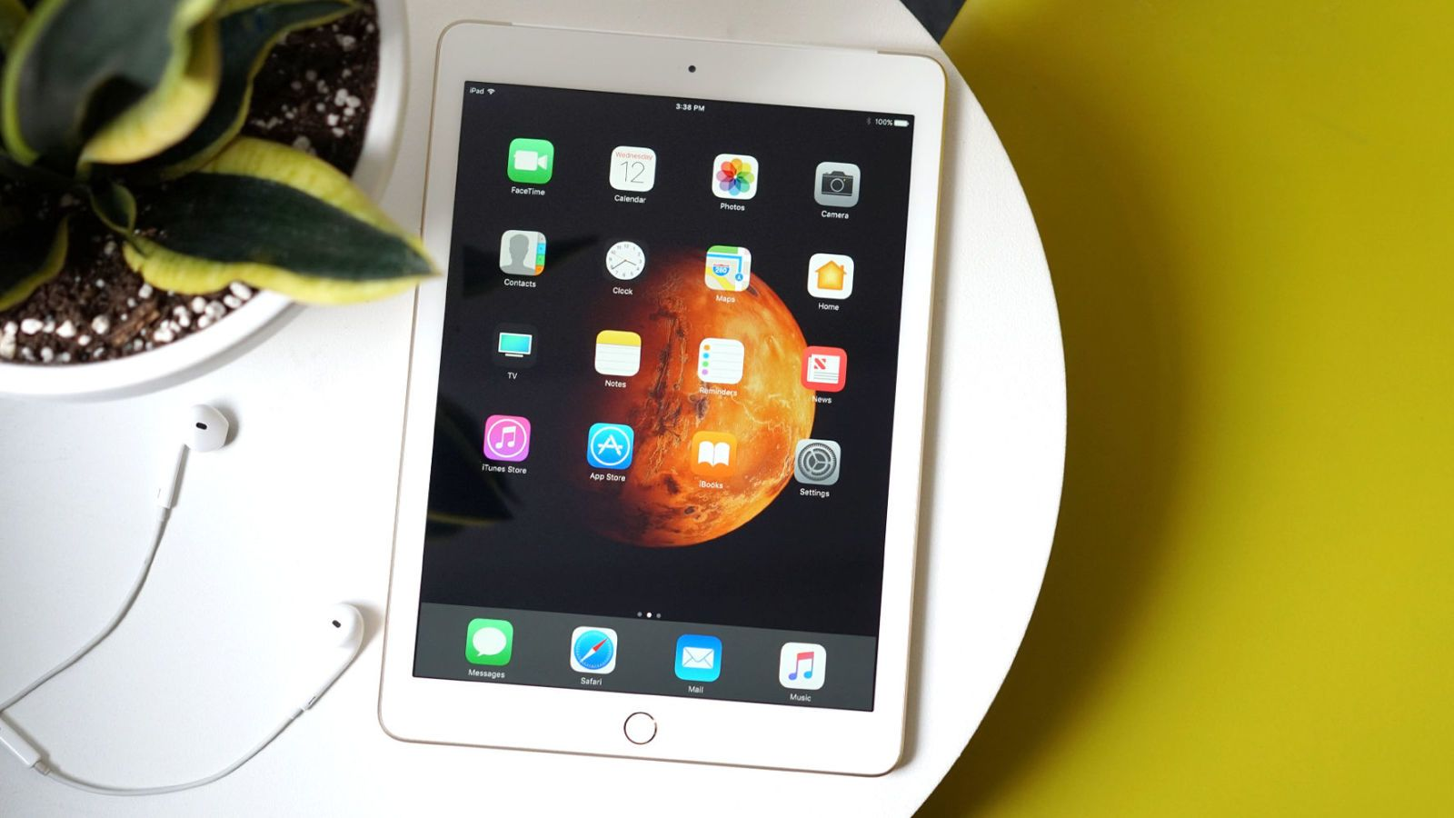 THE NEW APPLE IPAD CHANGES THE AFFORDABLE TABLET GAME