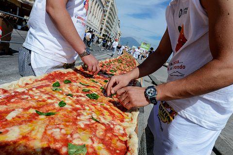 Italians got the Guinness World Record for Longest Pizza in 2016