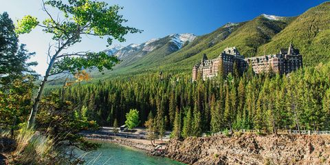 Fairmont-Hotel-Banff-Springs