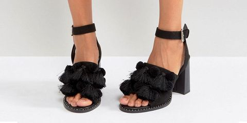 a39164fd8cedf2 9 Black Sandals You ll Need for Your Next Vacay