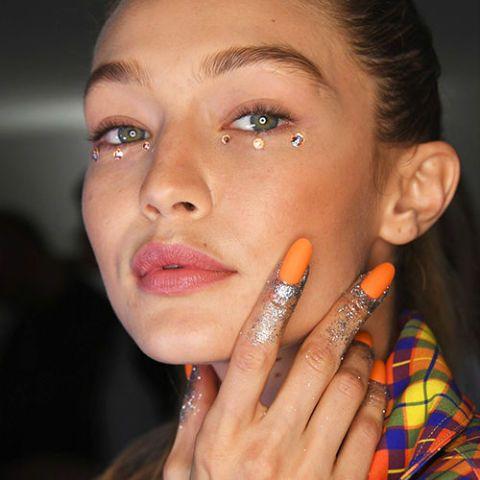hot-pumpkin-nails