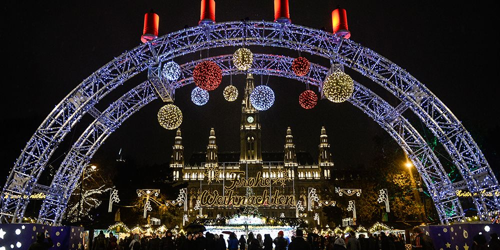 18 Best Christmas Light Displays Around the World - Best Cities With ...