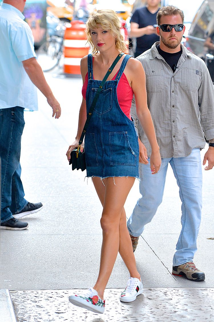 Taylor Swift S Best Outfits Looks You Can Shop Now How To Dress Like Taylor Swift