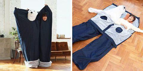 Clothing, Sportswear, Trousers, sweatpant, Active pants, Jeans, Leg, Denim, Outerwear, Sleeve,
