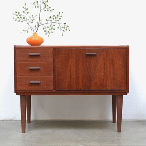 "<p><strong data-redactor-tag=""strong"" data-verified=""redactor""><em data-redactor-tag=""em"" data-verified=""redactor"">1950s Danish Modern Teak Entry Storage Chest, currently $96&nbsp;</em></strong><a href=""https://www.ebay.com/itm/1950s-Danish-Modern-Teak-Entry-Storage-Chest-Table-Mini-Bar-Mid-Century-Vintage/302621067338"" target=""_blank"" class=""slide-buy--button"" data-tracking-id=""recirc-text-link"">BUY NOW</a></p><p><strong data-verified=""redactor"" data-redactor-tag=""strong"">Best for Those Who Love the Thrill of the Chase</strong><br></p><p>A site that really needs no introduction, eBay is a great resource for vintage decor items. Users can bid on most of the items available (though some can be bought directly from the seller for a slightly higher price), and, depending on how coveted the item is, it can really come down to the wire when placing those last offers!&nbsp;</p><p>You can also set notifications for certain keywords&nbsp;if you have a specific piece on your wish list that you've been wanting to track down. The sellers all have ratings and feedback scores, which you can check out for peace of mind before you place your first&nbsp;bid.</p>"