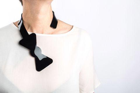 Collier papillon in plexi, <b>Izumi Jewels</b>