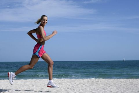 Leg, Sky, Shoe, Human leg, Coastal and oceanic landforms, Sportswear, Active shorts, Summer, Running, Athletic shoe,