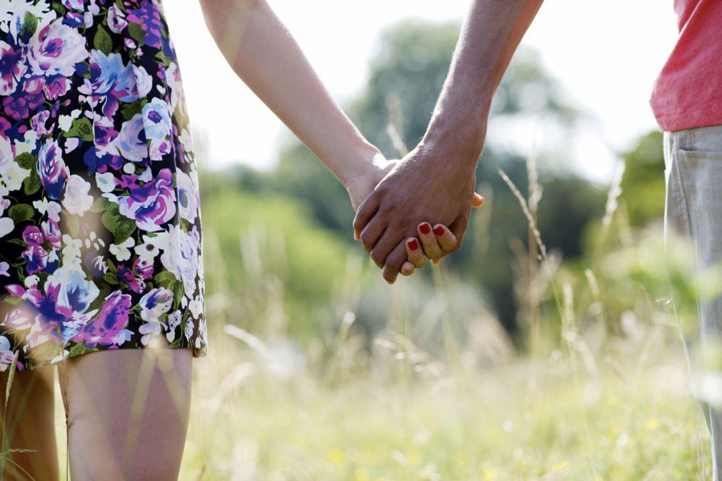 """18 modi con cui lui ti fa capire che ti ama senza dirti """"ti amo"""""""