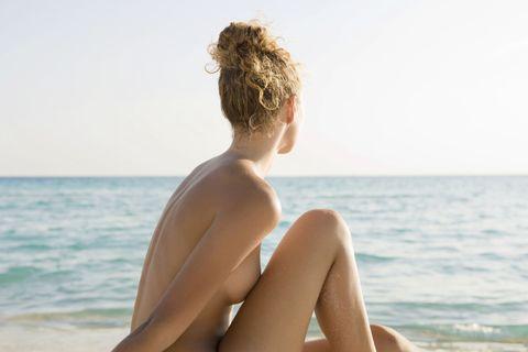 Shoulder, Elbow, Human leg, Summer, Sitting, Back, Ocean, Fluid, Vacation, Sunlight,