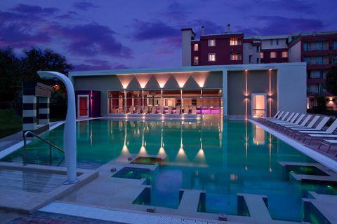 Swimming pool, Real estate, Facade, Resort, Villa, Resort town, Hotel, Thermae, Leisure centre, Estate,
