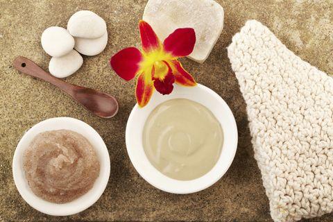 Serveware, Dishware, Ingredient, Petal, Kitchen utensil, Home accessories, Spoon, Powder, Breakfast, Condiment,