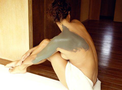 Shoulder, Elbow, Human leg, Sculpture, Joint, Hardwood, Back, Waist, Knee, Trunk,