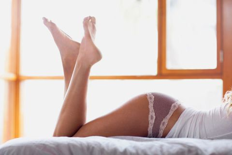 Comfort, Human leg, Sunlight, Knee, Beauty, Thigh, Foot, Undergarment, Tan, Toe,