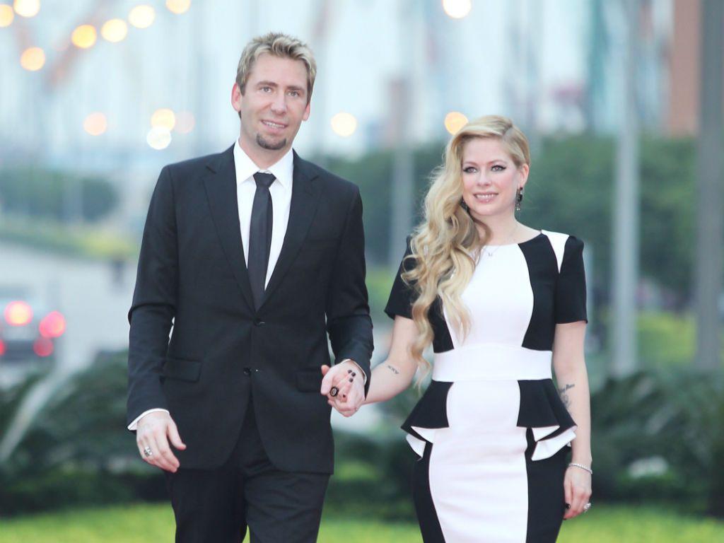 Avril Lavigne Matrimonio In Nero : Avril lavigne ricordi confusi sul matrimonio