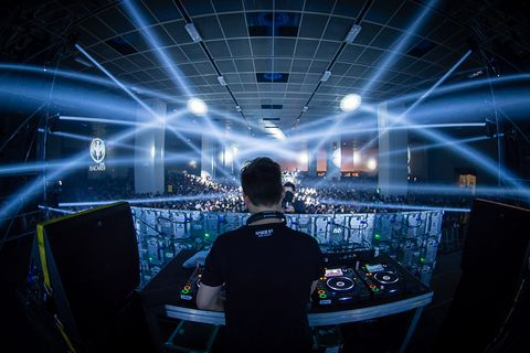 Electricity, Electronics, Visual effect lighting, Concert, Deejay, Music venue, Disc jockey, Electrical supply, Lens flare, Audio engineer,