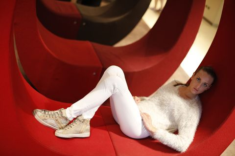 Carmine, Foot, Fur, Toe, Circle, Ankle,