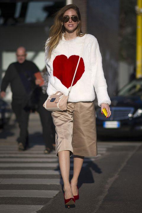 Clothing, Eyewear, Leg, Sleeve, Human body, Shoulder, Human leg, Joint, Outerwear, Style,