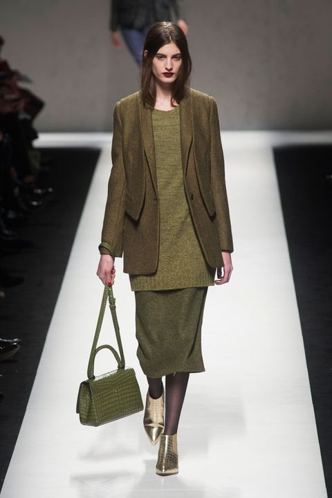 Brown, Sleeve, Shoulder, Fashion show, Bag, Joint, Outerwear, Coat, Style, Fashion model,