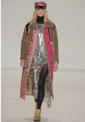 Fashion show, Textile, Winter, Runway, Fashion model, Headgear, Fashion, Wrap, Costume design, Fur,