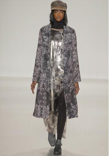 Human body, Textile, Joint, Wrap, Headgear, Fashion, Street fashion, Fashion show, Fashion model, Costume design,