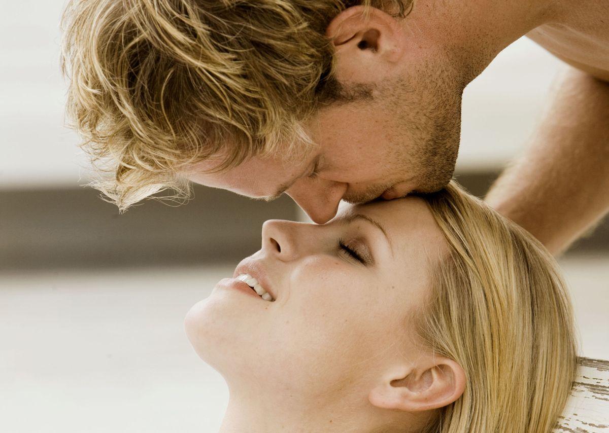 Risultati immagini per bacio in fronte