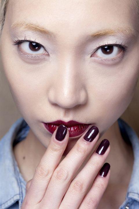 Finger, Lip, Brown, Skin, Eyelash, Eyebrow, Nail, Manicure, Beauty, Nail care,