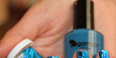 Blue, Finger, Skin, Nail, Nail care, Liquid, Teal, Nail polish, Style, Aqua,