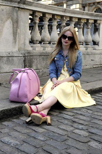 Clothing, Eyewear, Sunglasses, Textile, Bag, Outerwear, Coat, Style, Goggles, Fashion accessory,