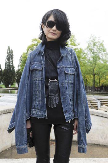 Clothing, Jacket, Textile, Outerwear, Sunglasses, Style, Street fashion, Bag, Fashion, Leather,