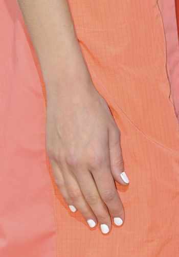 Finger, Skin, Joint, Red, Jewellery, Nail, Wrist, Fashion accessory, Orange, Interaction,