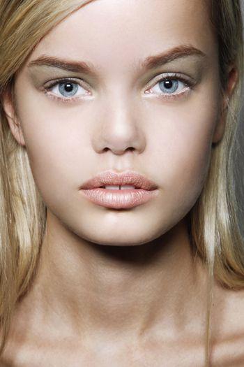 Face, Nose, Mouth, Lip, Cheek, Eye, Brown, Hairstyle, Skin, Chin,