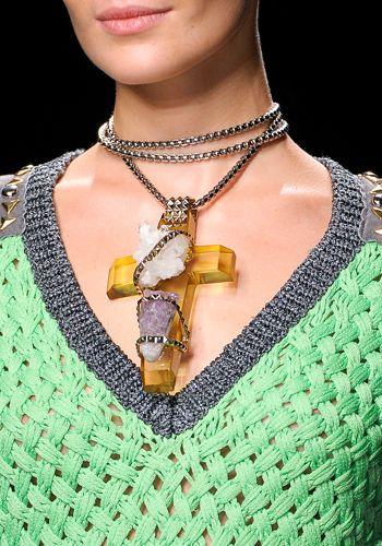 Jewellery, Fashion accessory, Amber, Body jewelry, Pattern, Necklace, Fashion, Neck, Pendant, Metal,