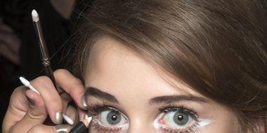 Finger, Lip, Hairstyle, Skin, Chin, Eyebrow, Eyelash, Style, Beauty, Nail,