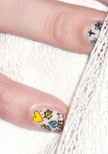 Finger, Skin, Textile, Pattern, Joint, Nail, Organ, Close-up, Design, Visual arts,