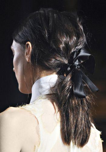 Hair, Hairstyle, Shoulder, Style, Back, Neck, Beauty, Long hair, Earrings, Black hair,