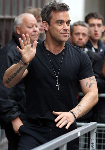 Arm, Finger, Wrist, Jewellery, Fashion accessory, Muscle, Chest, Necklace, Thumb, Ball,