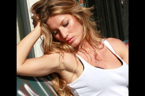 Shoulder, Chest, Eyelash, Undershirt, Neck, Muscle, Blond, Active tank, Brown hair, Model,