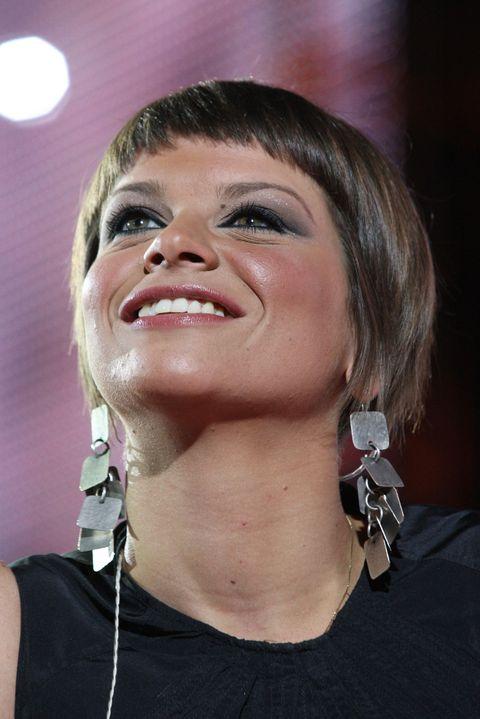 Tutti i migliori tagli di capelli di Alessandra Amoroso: capelli corti, caschetto, frangia