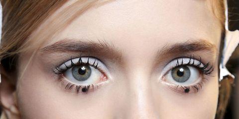 modella occhi grandi sfilata Rochas p/e 15