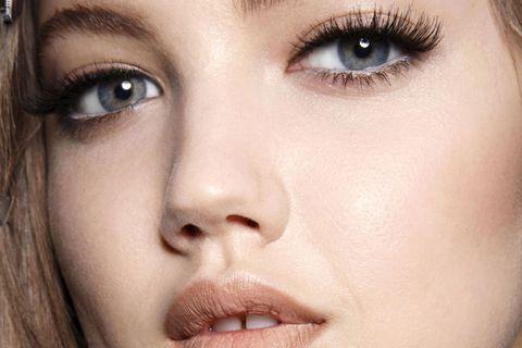 backstage Versace modella Lindsey Wixon