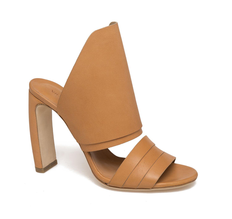 769a9a2a54 Sexy e gipsy al punto giusto: i sandali in cuoio naturale da avere in  primavera estate 2015