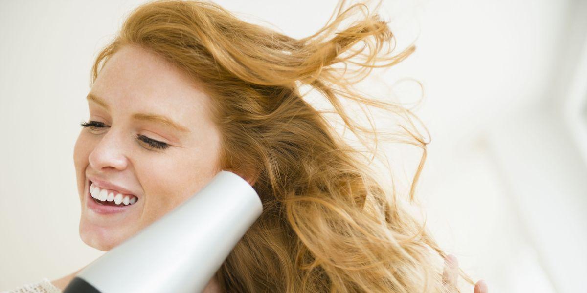 Hai i capelli lunghi o corti, ricci o crespi? Ecco il modo giusto di usare il phon